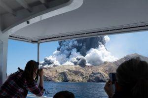 VIDEO: Volcán hace erupción en Nueva Zelanda: al menos cinco muertos y varios heridos