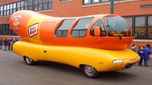 Oscar Mayer te paga por conducir el famoso Wienermobile por un año