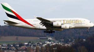 Niño de 14 viajó clandestino en avión a Europa. Sus papás se enteraron luego de drástica noticia