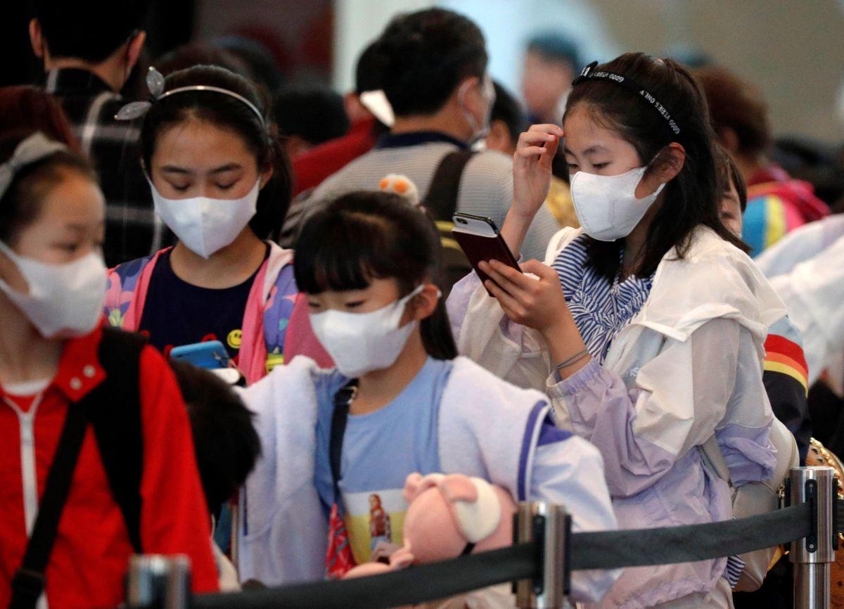 El llamado desesperado de un padre en EEUU por esposa e hijas cautivas en ciudad del coronavirus en China