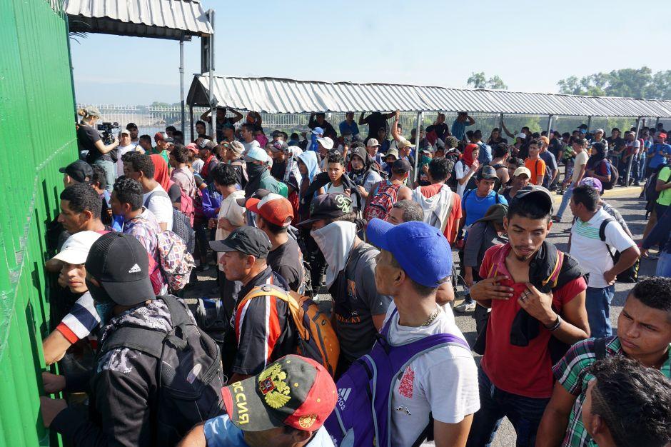 Caravana migrante desata nueva crisis en México por acuerdos con EEUU