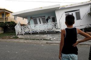 Otro sismo, magnitud 5.2, sacude Puerto Rico que se intenta levantar de cadena de temblores