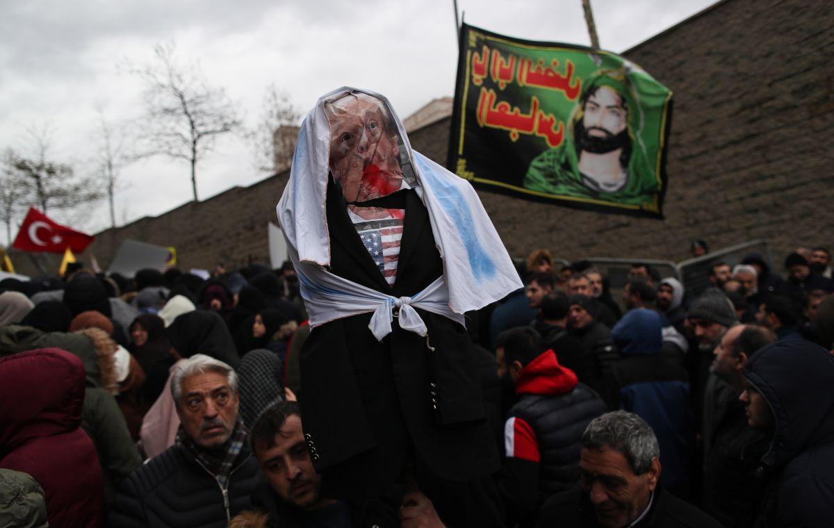 Un mensaje junto a la imagen atribuye la autoría a grupos iraníes.