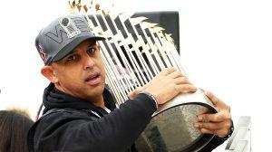 Vuelve a casa: Alex Cora fue recontratado por los Red Sox tras cumplir su castigo por robo de señales con los Astros