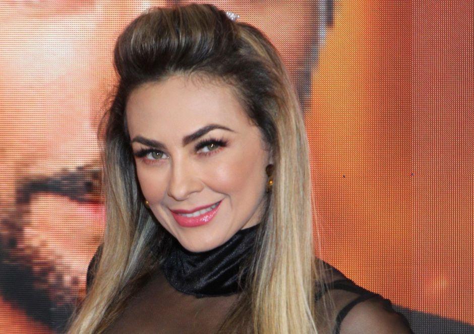 """Curvas, bikinis y """"twerking"""": Aracely Arámbula sensual a ritmo de reguetón"""