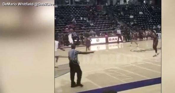 Video capta el caos de un tiroteo en partido de baloncesto; policía y joven baleados
