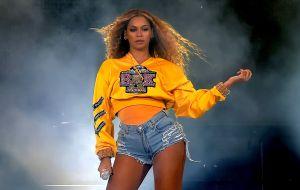 ¡Brutal! Beyoncé expone su trasero semidesnudo sobre una bicicleta y conmociona las redes