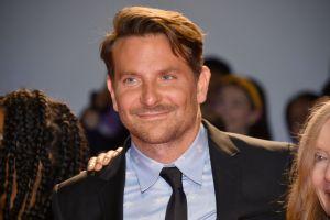 Bradley Cooper llega soltero a sus 45 años