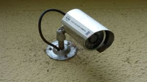 Sextorsión: Estafadores hacen creer a sus víctimas que sacaron de sus cámaras de seguridad fotos de ellas desnudas
