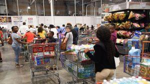 5 errores que la gente comete al hacer fila en el área de comida de Costco