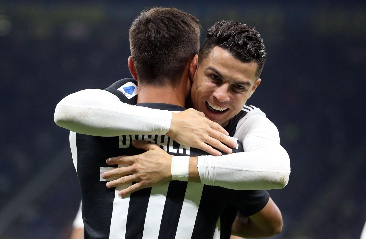 ¡Bromance en la cancha! Cristiano y Dybala se dieron un besito en medio del festejo del gol de la victoria