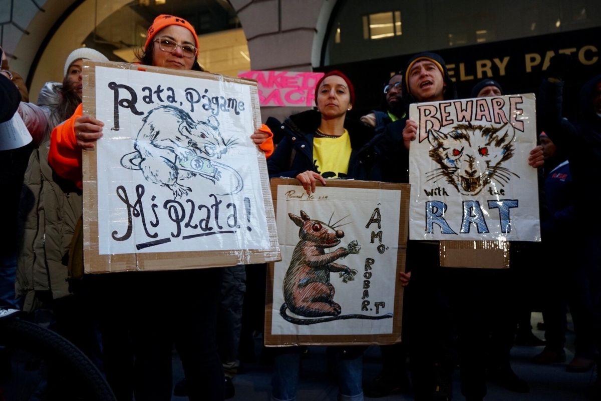 Protesta de respaldo de los trabajadores que aún no lograr recuperar sus salarios.