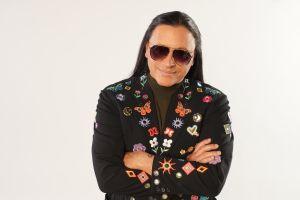 Elvis Crespo sigue tomando riesgos