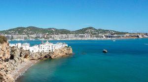 Empresa busca una pareja para manejar su villa de lujo en Ibiza y pagarles $2,600 a cada uno