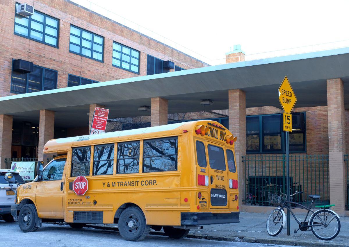 Gobernador ahora sí confirma cierre de aulas el resto del año escolar en Nueva York