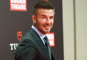 Toda un estrella de Hollywood: David Beckham y Courteney Cox juntos en Modern Family
