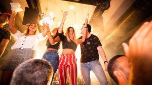 Empresa te paga $50 la hora por salir de fiesta sin tomar alcohol