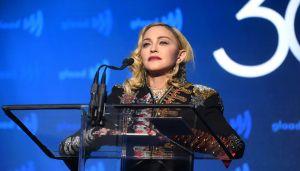 Madonna sufre un terrible dolor en su rodilla lastimada, vuelve a cancelar en Lisboa