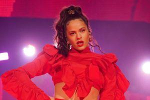 Rosalía enseña la pierna hasta arriba en los Premios Grammy 2020