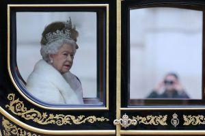 El ayudante principal de la reina Isabel II y el príncipe Felipe, el conde Peel, dejó su cargo