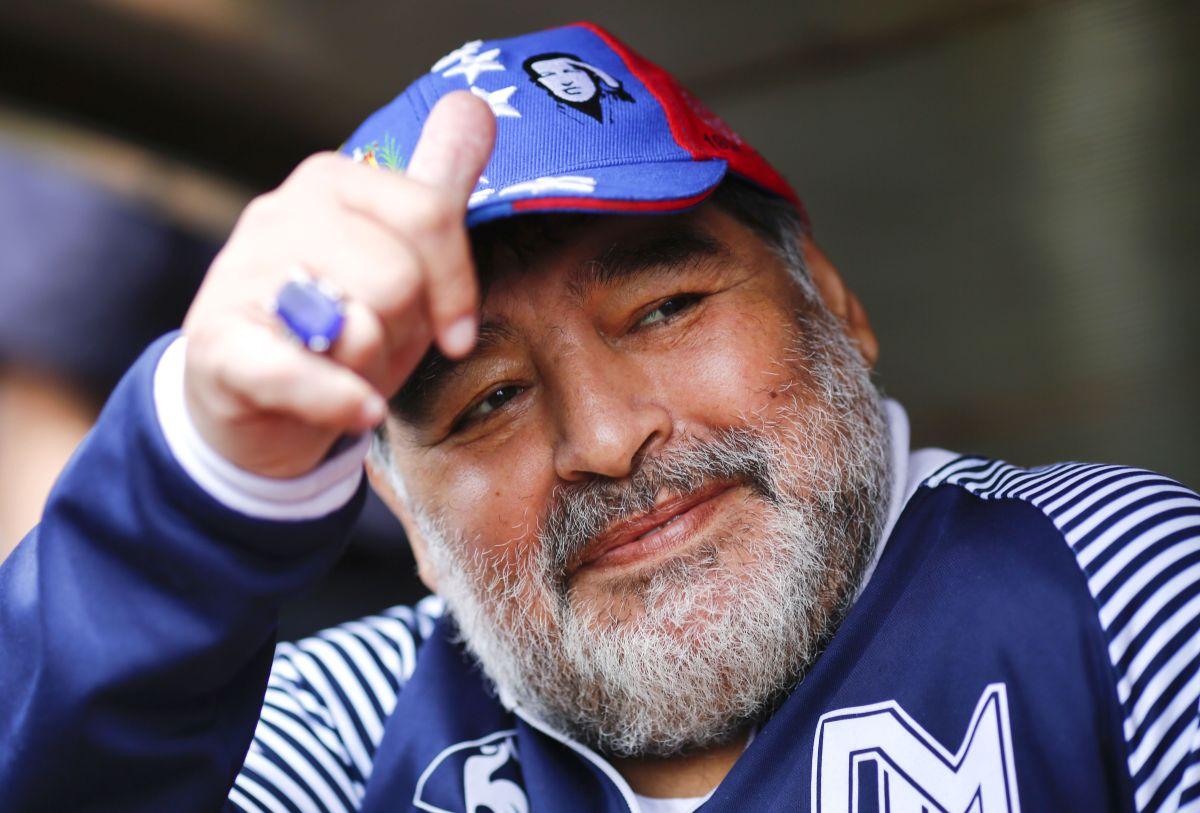 Maradona salió del hospital y continuará con su rehabilitación en casa