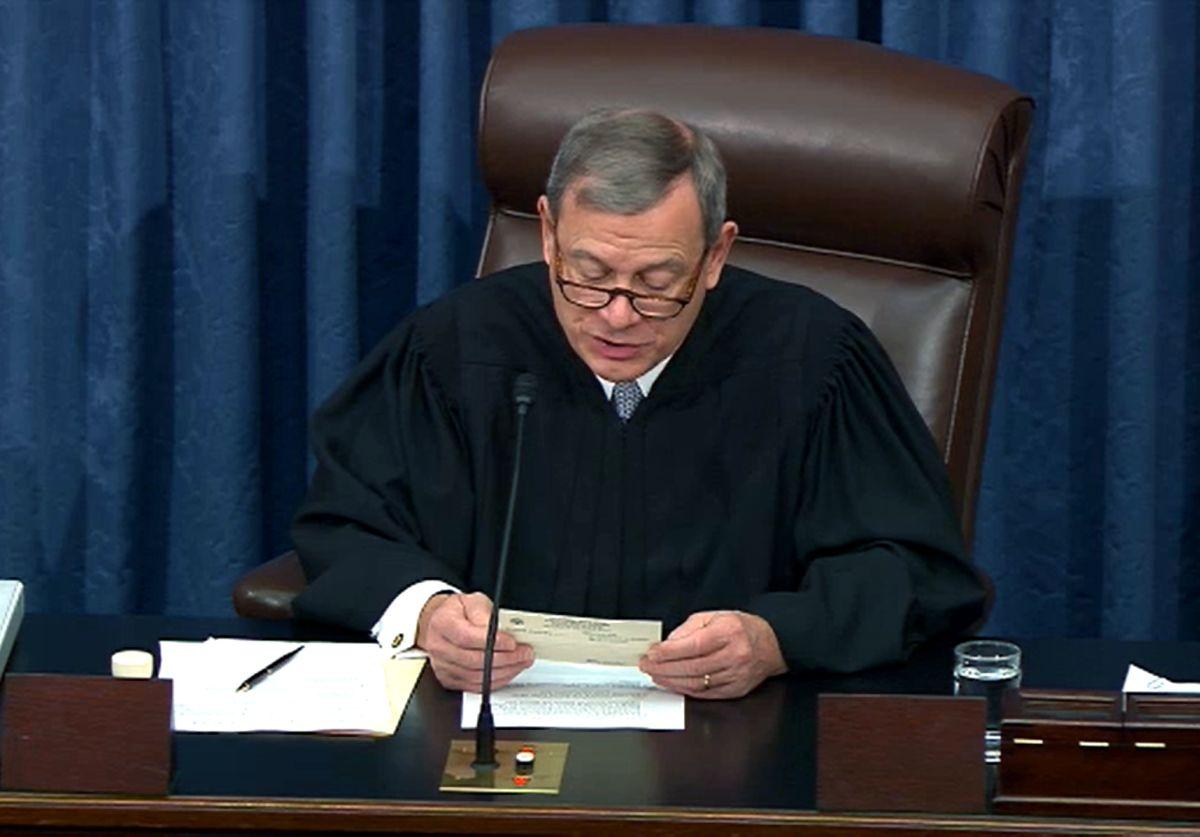 Juez Roberts bloquea presión republicana por nombre de informante anónimo en 'impeachment' a Trump