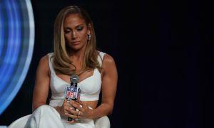 Nadie entiende las caras tan largas de Shakira y Jennifer López ante la prensa