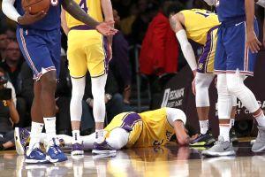 ¡Ay, dolor! Dramática caída de la súper estrella de Lakers puso a temblar a la afición y la directiva