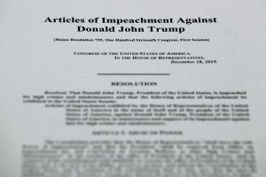 Arranca 'impeachment' a Trump: leen artículos que lo acusan de abuso de poder y obstrucción