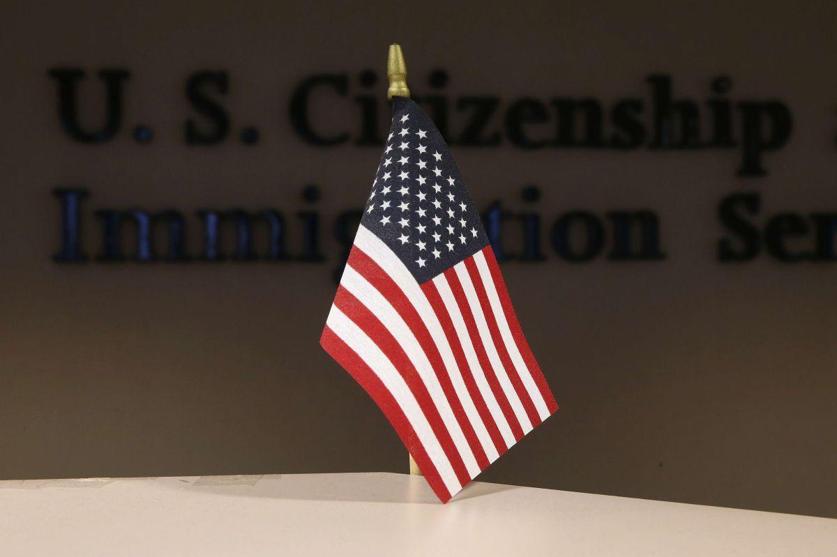 "USCIS complica patrocinio de inmigrantes para ""green card"""