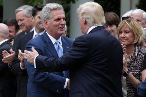 Cámara aprueba entregar acusaciones contra Trump