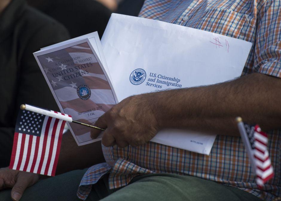 USCIS descarta prescindir de 13,000 empleados, pero advierte retrasos en trámites migratorios