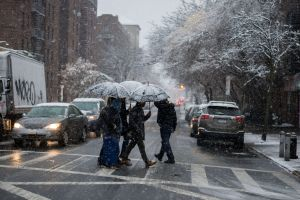 Pronostican un fin de semana con lluvias y nieve: un expreso de la piña al oeste y una tormenta al noreste