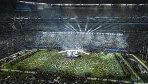 Los aficionados hispanos aumentan cada vez más su presencia en el Super Bowl