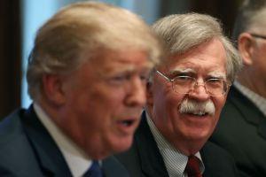 Nuevas afirmaciones de John Bolton dificultan aún más la defensa de Trump en 'impeachment'