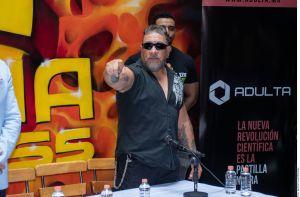 Video: Carlos Trejo golpea al youtuber Rey Grupero por hacerle una broma