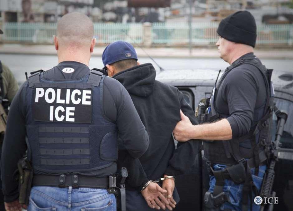 Fiscales de 13 estados se unen contra operativos de ICE en cortes