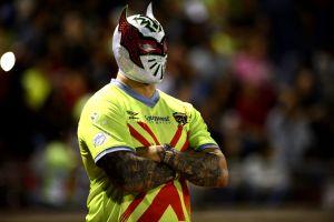 ¡Sin Cara le robó el nombre! Cinta de Oro jr. se quitó la máscara en un programa en vivo y ahora se llamará Steven Juárez