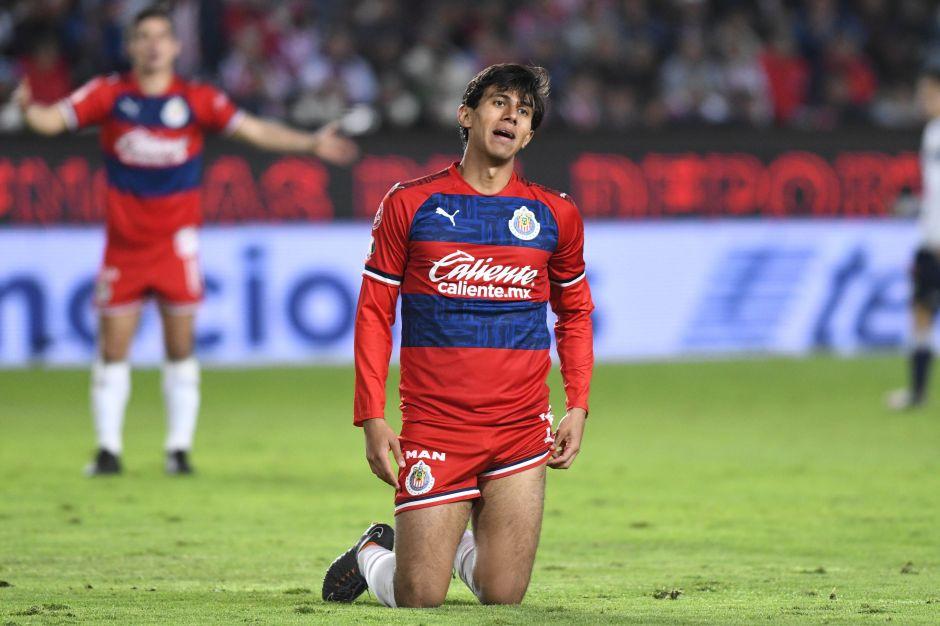 ¿Y los delanteros? Chivas enfrentaría a Toluca con dos importantes bajas