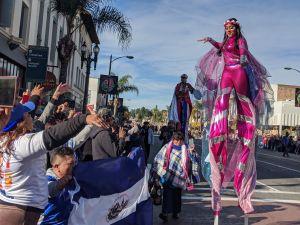 Un joven de la banda de El Salvador es removido del Desfile de las Rosas