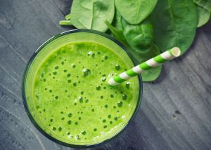 Conoce los maravillosos beneficios de los licuados verdes para bajar de peso y aprende a prepararlos