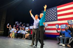 Julián Castro toma reimpulso de la mano de Elizabeth Warren
