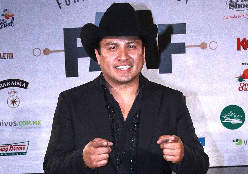 """Julión Álvarez se queda sin su Norteño Banda: sus músicos lo """"mandaron a volar"""""""