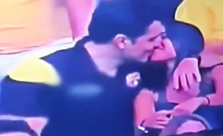 """Ecuatoriano infiel captado en """"kiss cam"""" besando a su amiga se defiende por Facebook"""