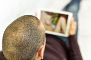 Un hombre sordo de Nueva York demanda a Pornhub y no creerás el motivo