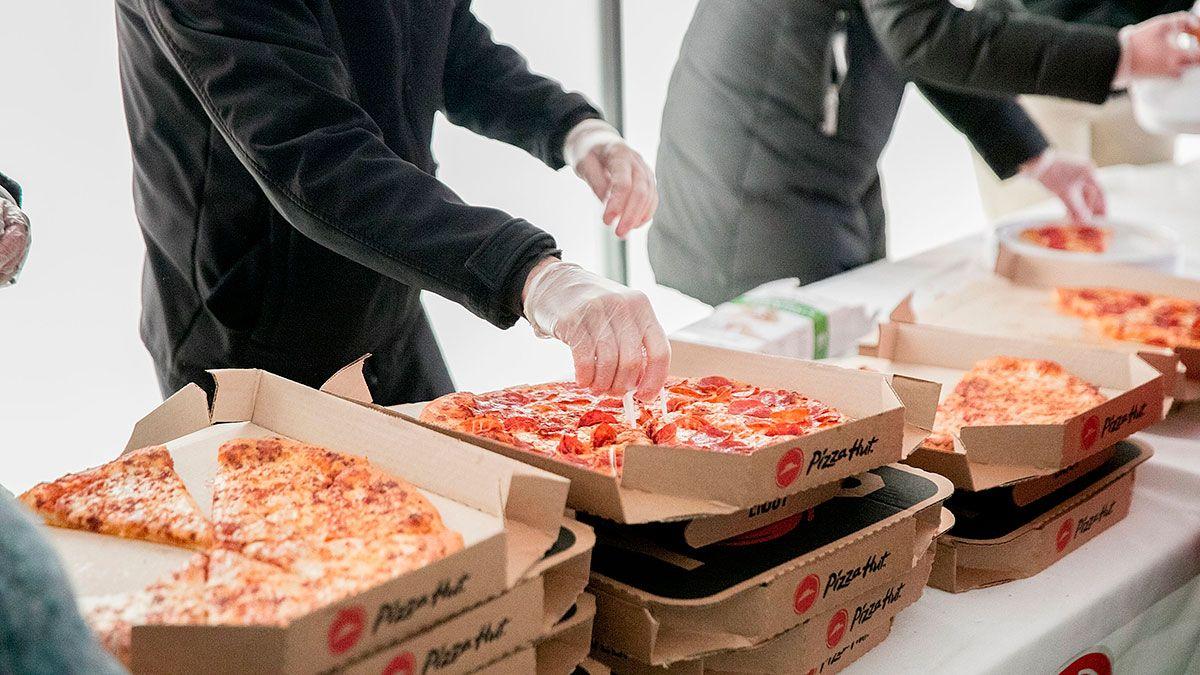 La sorprendente cantidad de queso que Pizza Hut usa en sus restaurantes cada año