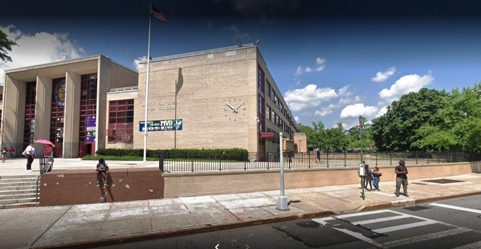 Estudiante adolescente se disparó a sí mismo en Queens