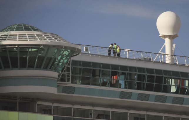 Royal Caribbean: abuelastro sabía que ventana del crucero estaba abierta antes que niña cayera