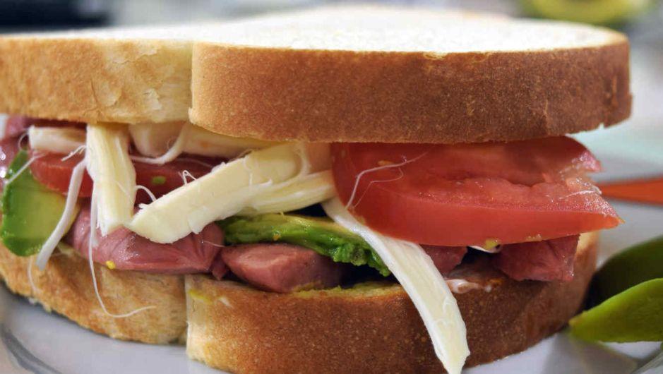 Murió después de comer un sándwich envenenado en su almuerzo; el culpable pudo haber matado a otros