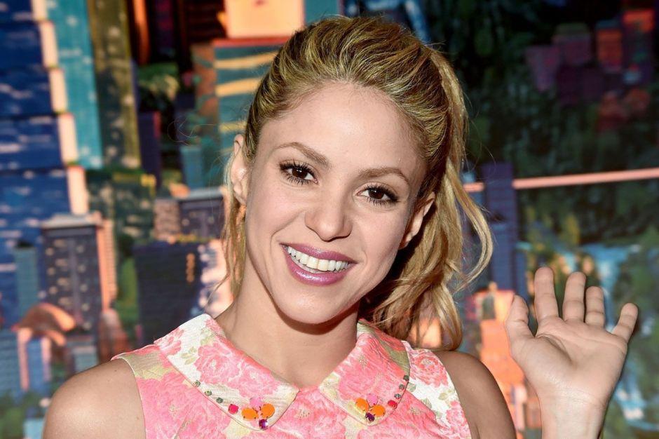 Ahora rubia, muy sensual y vestida de amarillo, Shakira impacta con otro nuevo look